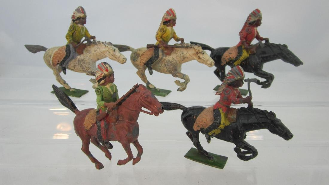 Britains Set #152 American Mounted Indians.