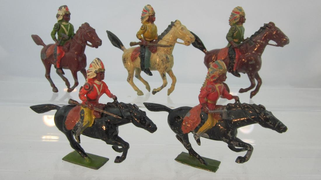 Britains #152 American Indians Mounted.