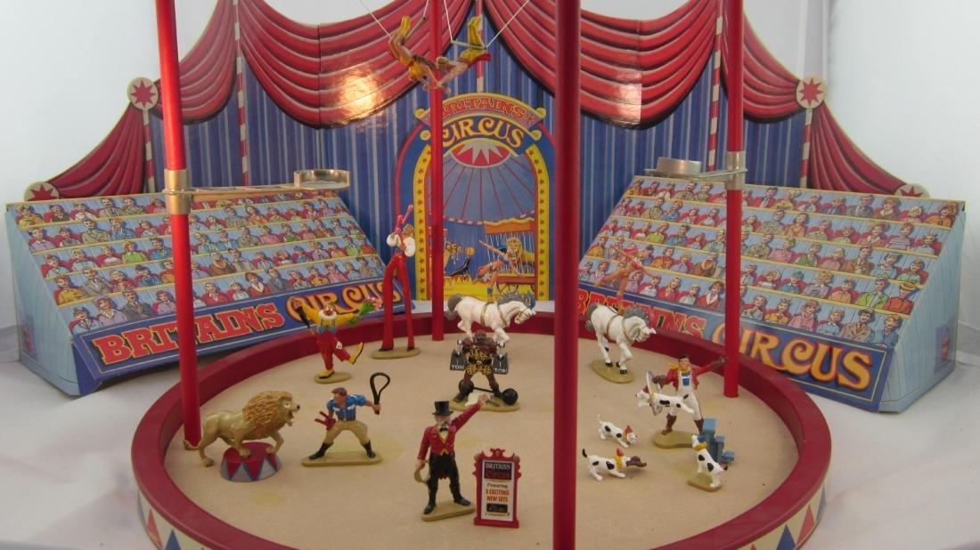 Britains Set #8665-72 Circus Tent Diorama.
