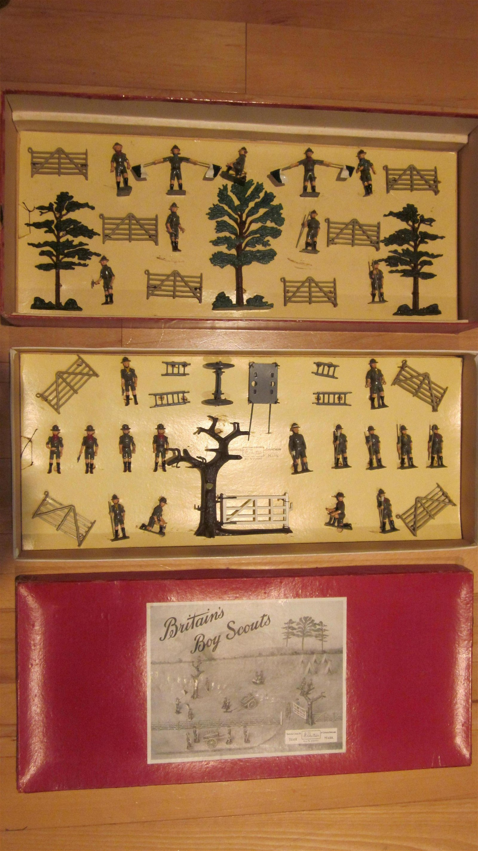 Britains Set #181 Boy Scout Two-Tier Display.