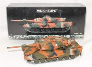 Minichamps Leopard II Tank