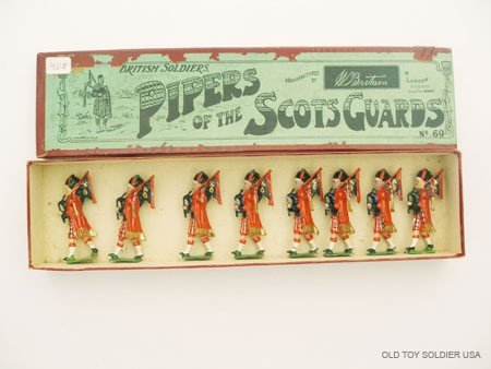 12: Britains Set #69 Pipers of The Scots Guards.