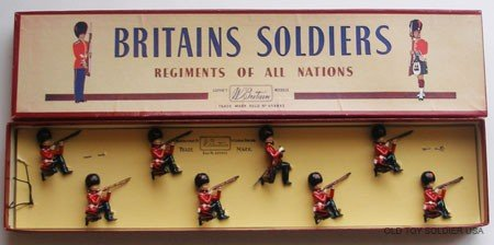 17: Britains Set # 120 Coldstream Guards Kneeling