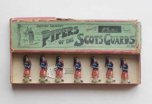 19: Britains Set # 69 Pipers of The Scots Guards
