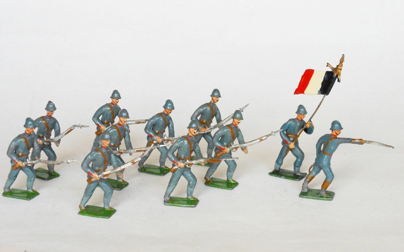 3006: Heyde French WW1 Advancing with Officer