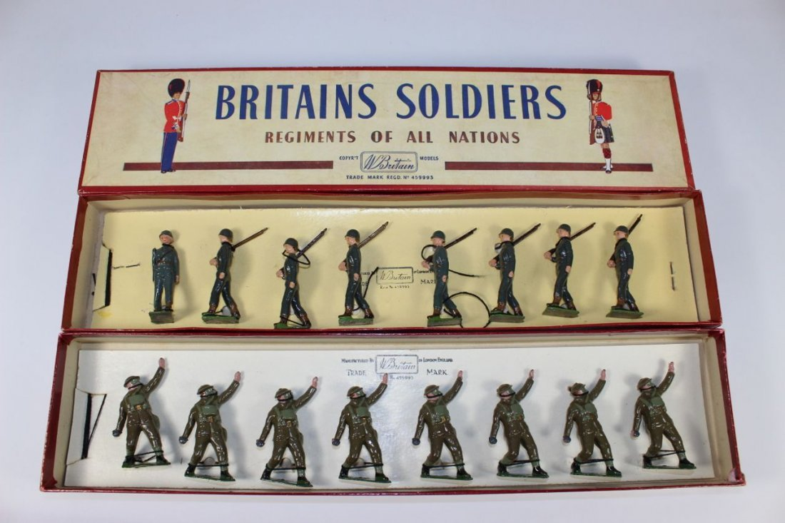 Britains Set #1624 and #2033 Bomb Throwers