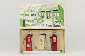 Britains Set #9683 Petrol Pump Set