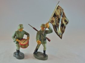 Elastolin German Soldiers Charging W/flag & Drum
