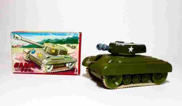 Gama 964 Tank Wind-up Plastic Toy