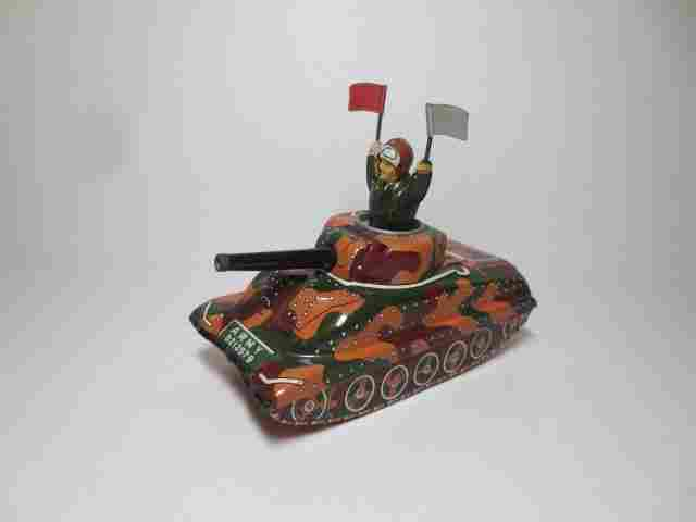 Sankei Tin Friction Army Tank With Soldier