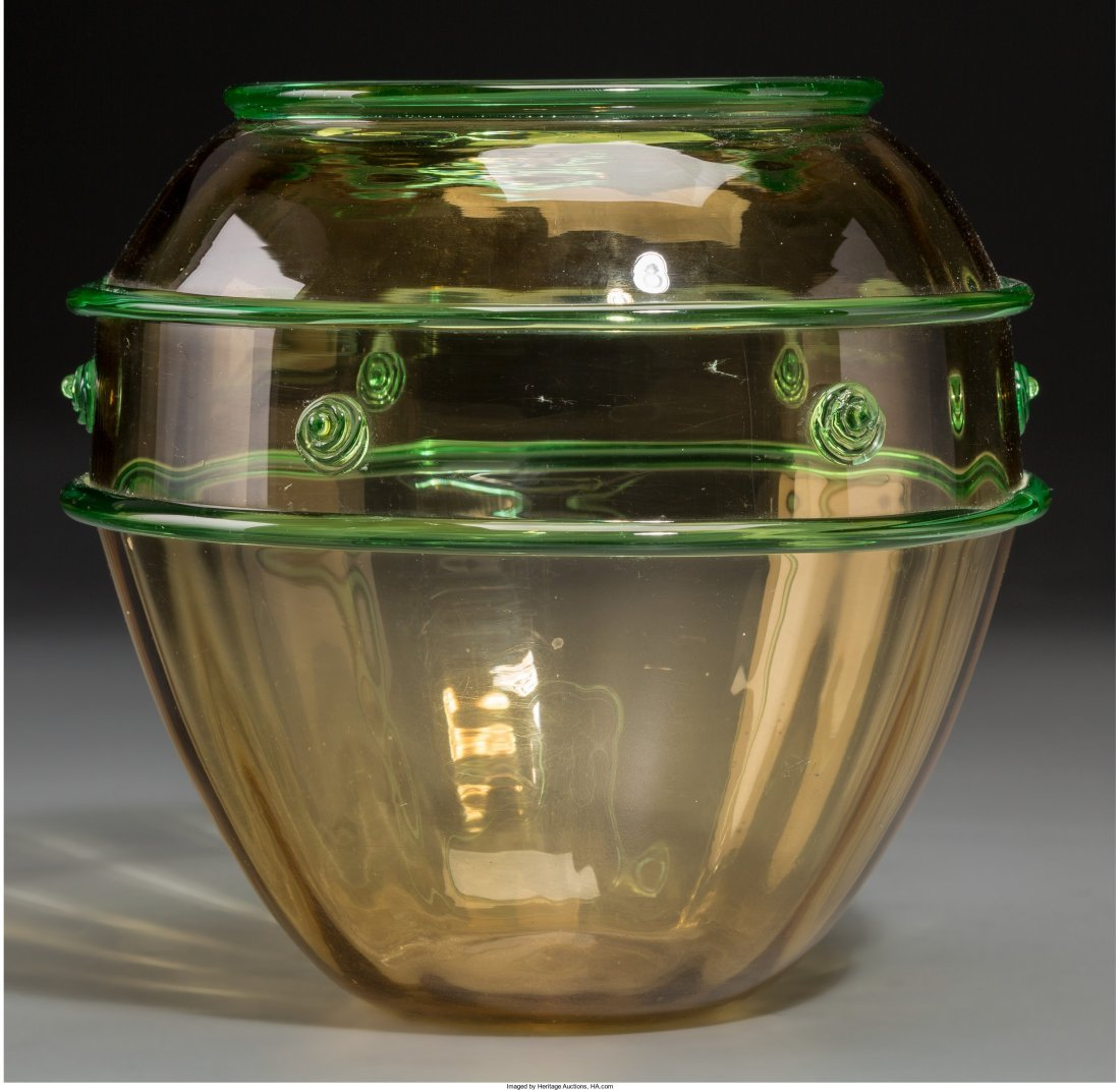 65386: A Loetz-Style Blown Glass Vase, 20th century 6-7