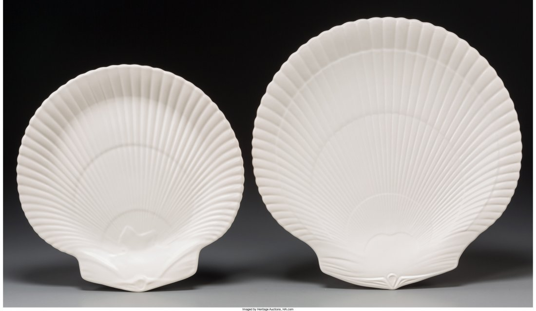 65473: Twelve Wedgwood Nautilus Pattern Ceramic Dinner