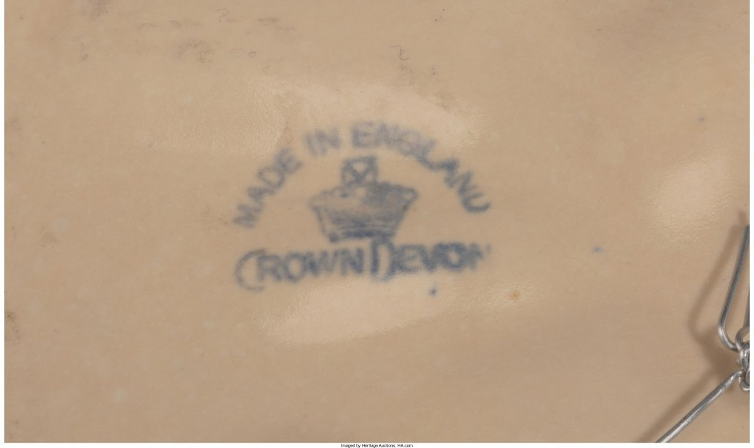65480: A Crown Devon Creamware Wall Charger, 20th centu - 2