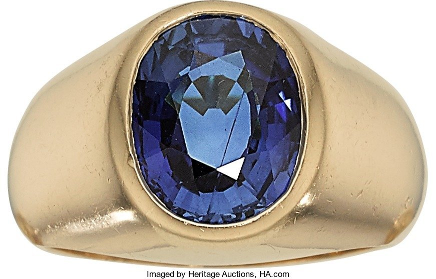 55005: Gentleman's Sapphire, Gold Ring  The ring featur