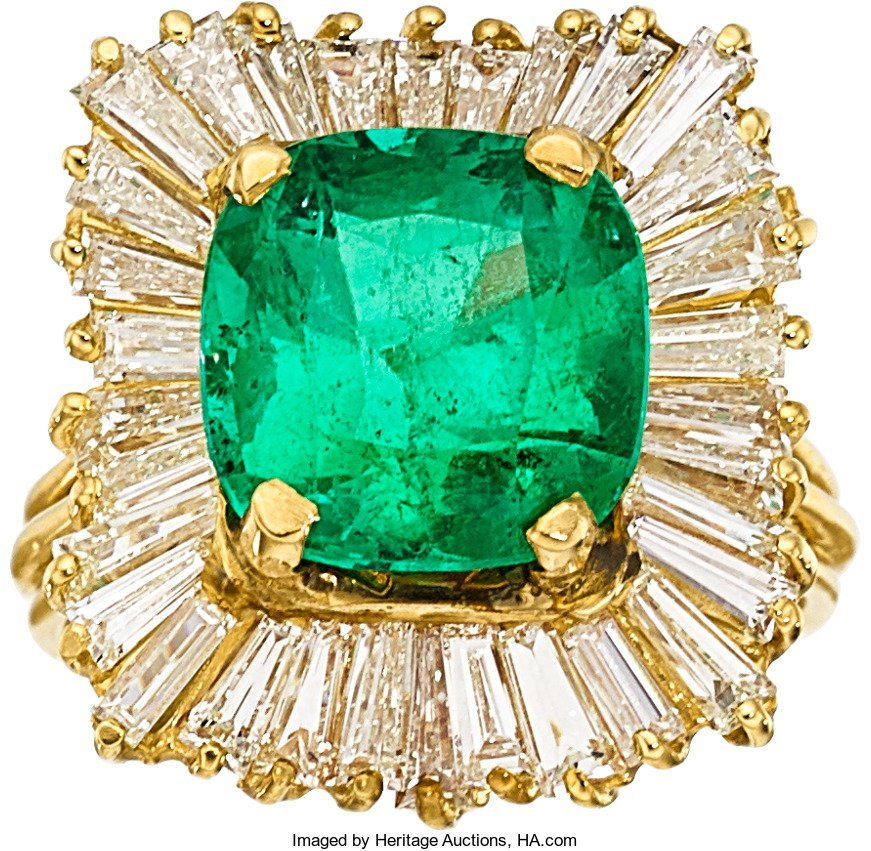 55354: Colombian Emerald, Diamond, Gold Ring  The ring