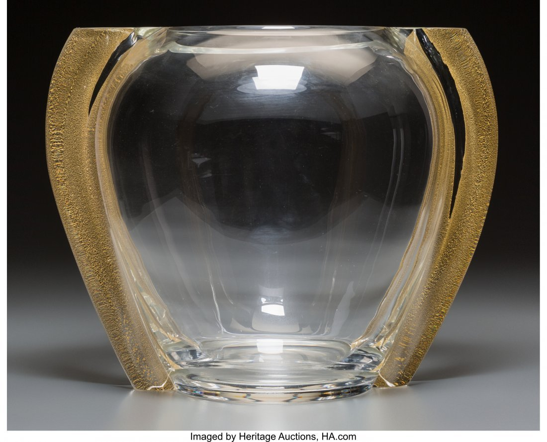 61588: A Seguso Glass Handled Vase with Gold Foil Inclu