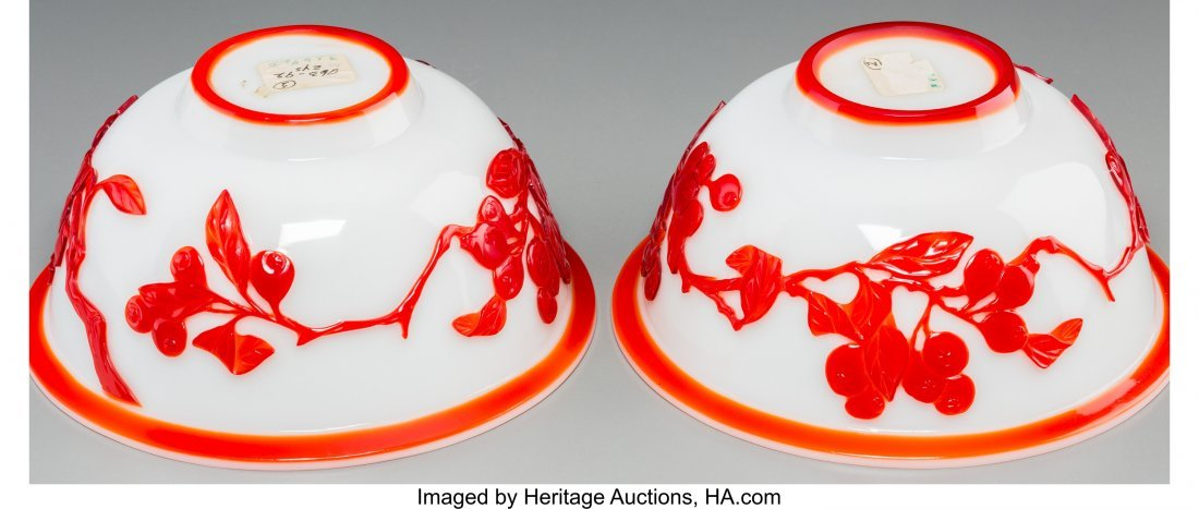 62131: A Pair of Chinese Peking Red Overlay White Glass - 3