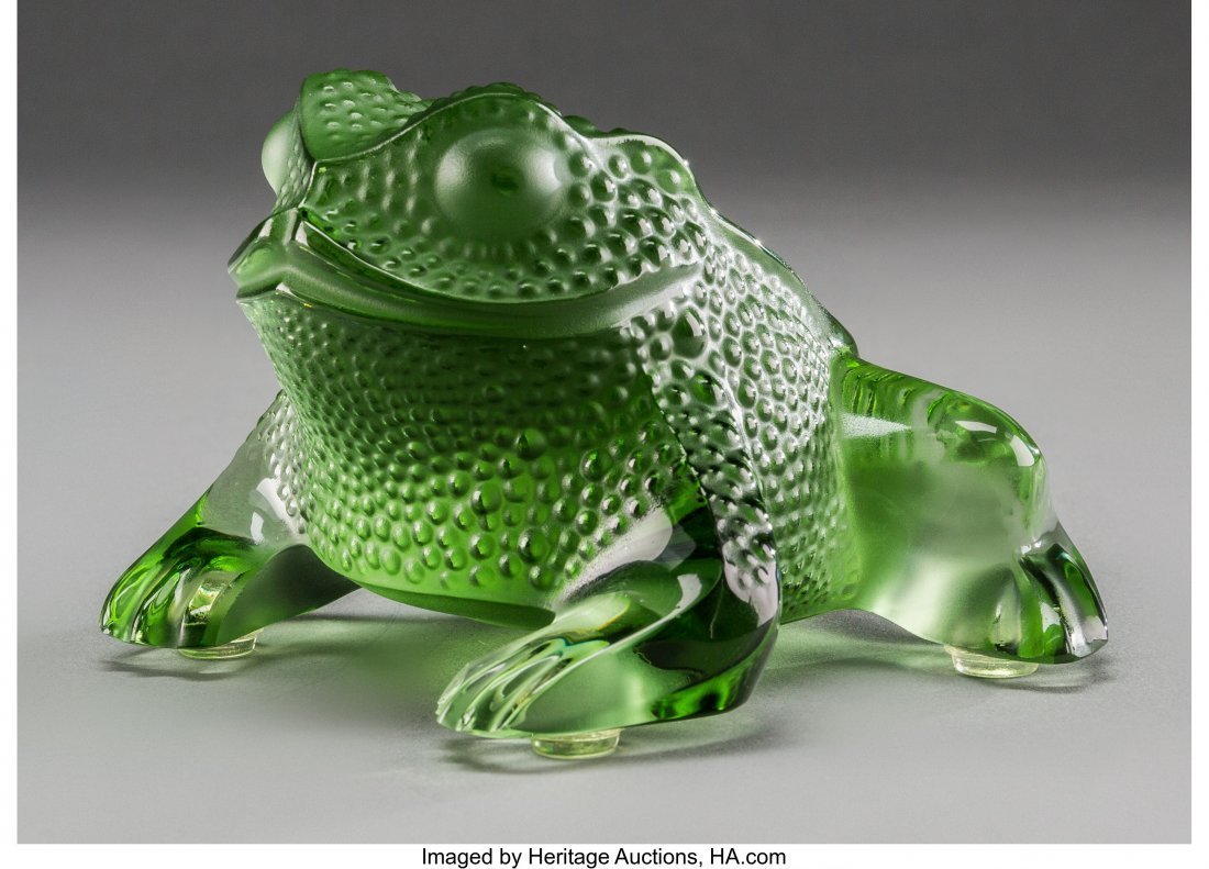 62301: A Lalique Green Frosted Glass Frog, post-1945 Ma