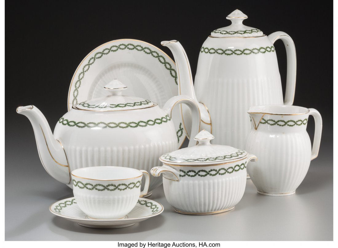 63641: A Thirty-Four Piece Hutschenreuther Porcelain Te