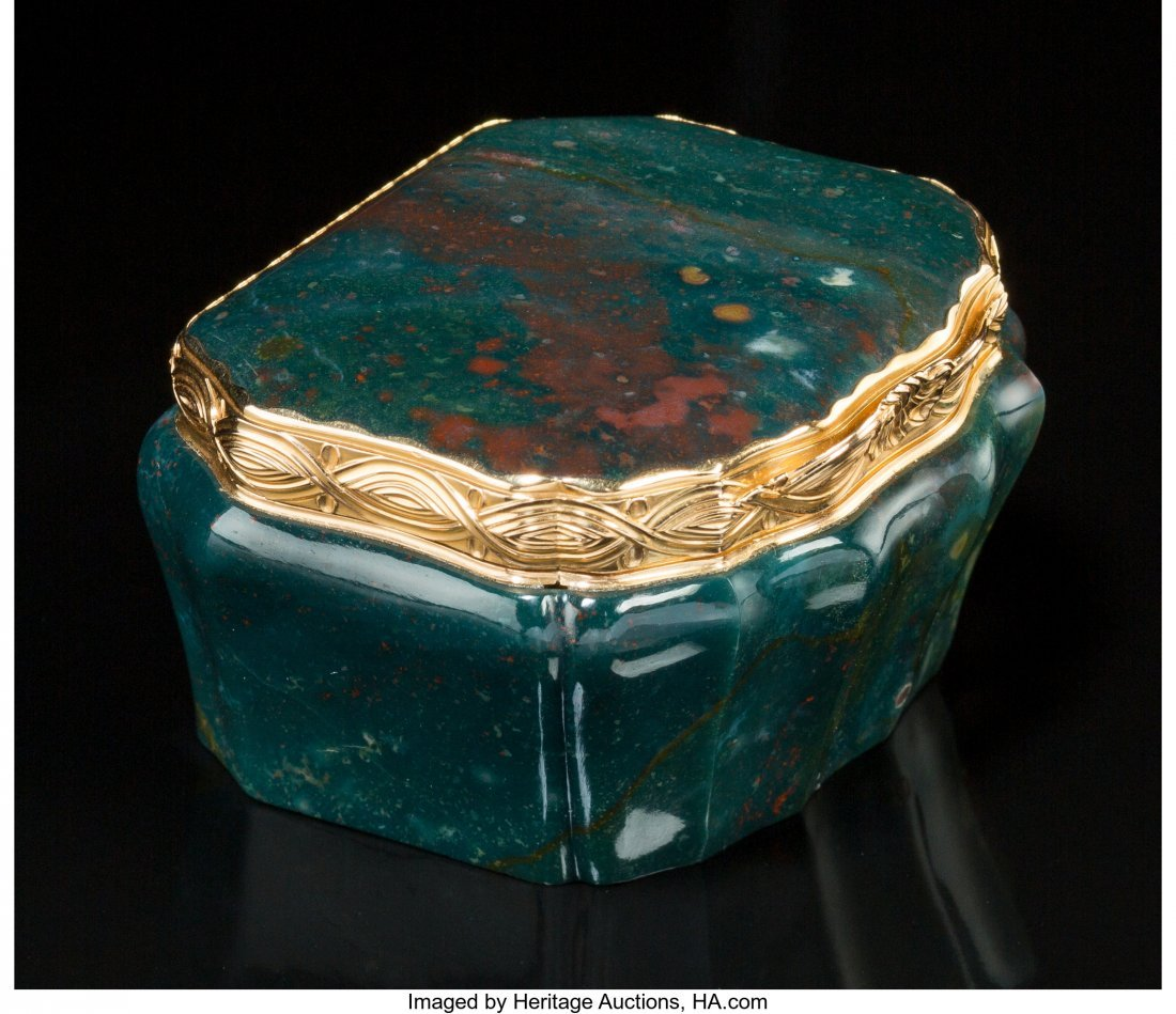 74065: A German or French 18K Gold and Bloodstone Snuff