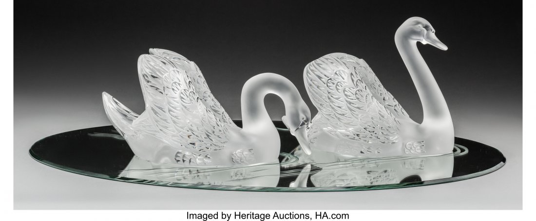 61624: Pair of Lalique Cygne Tete Droite and Cygne Tete