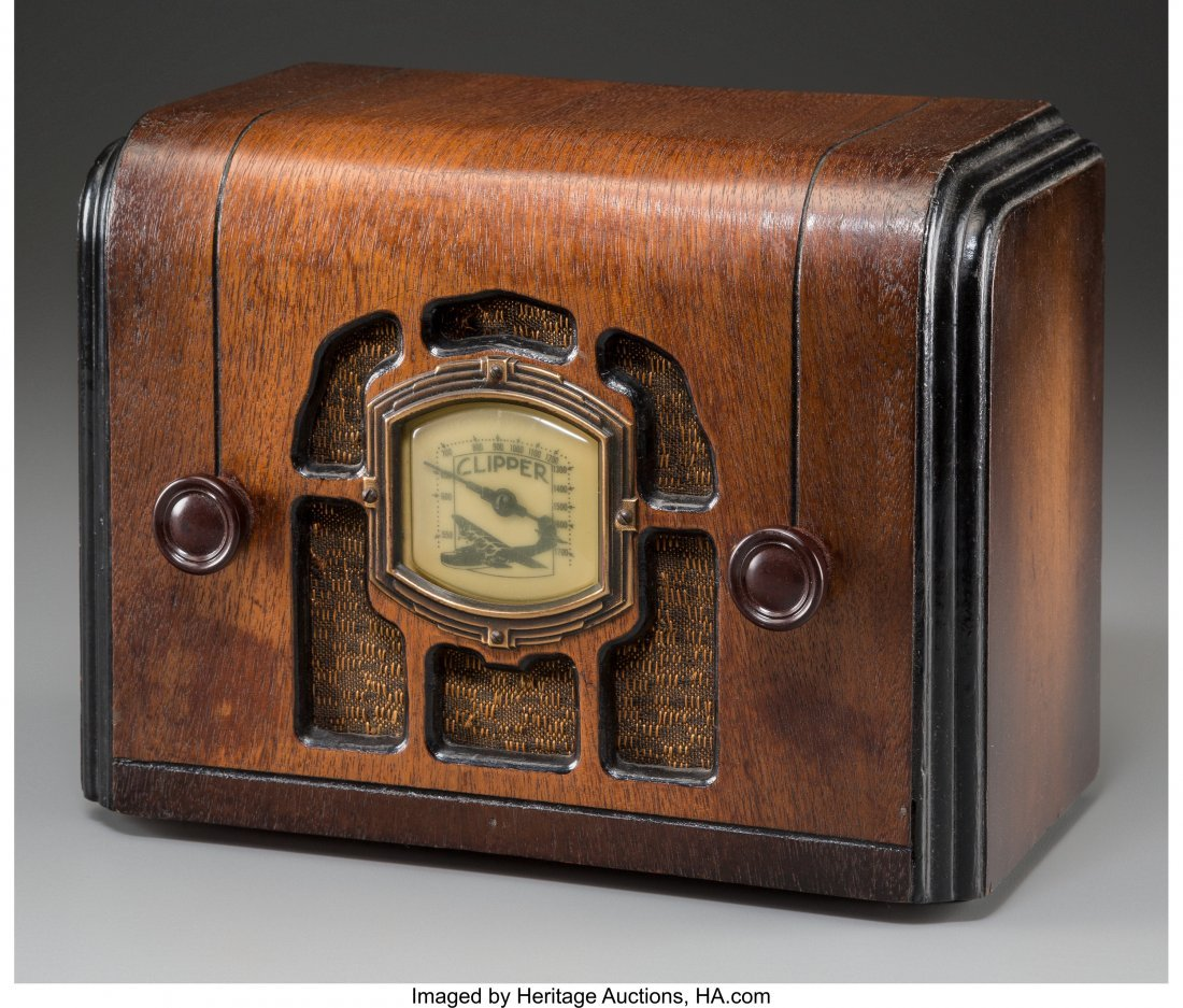 62002: A Clipper Wooden AM Radio 7-1/2 h x 10 w x 5-1/2