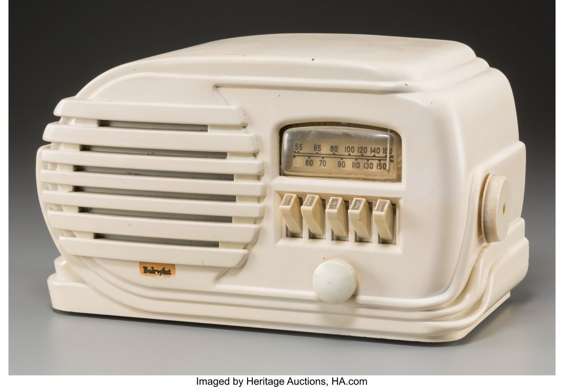 62010: A Belmont 5D128 Ivory-Colored Bakelite AM Radio,