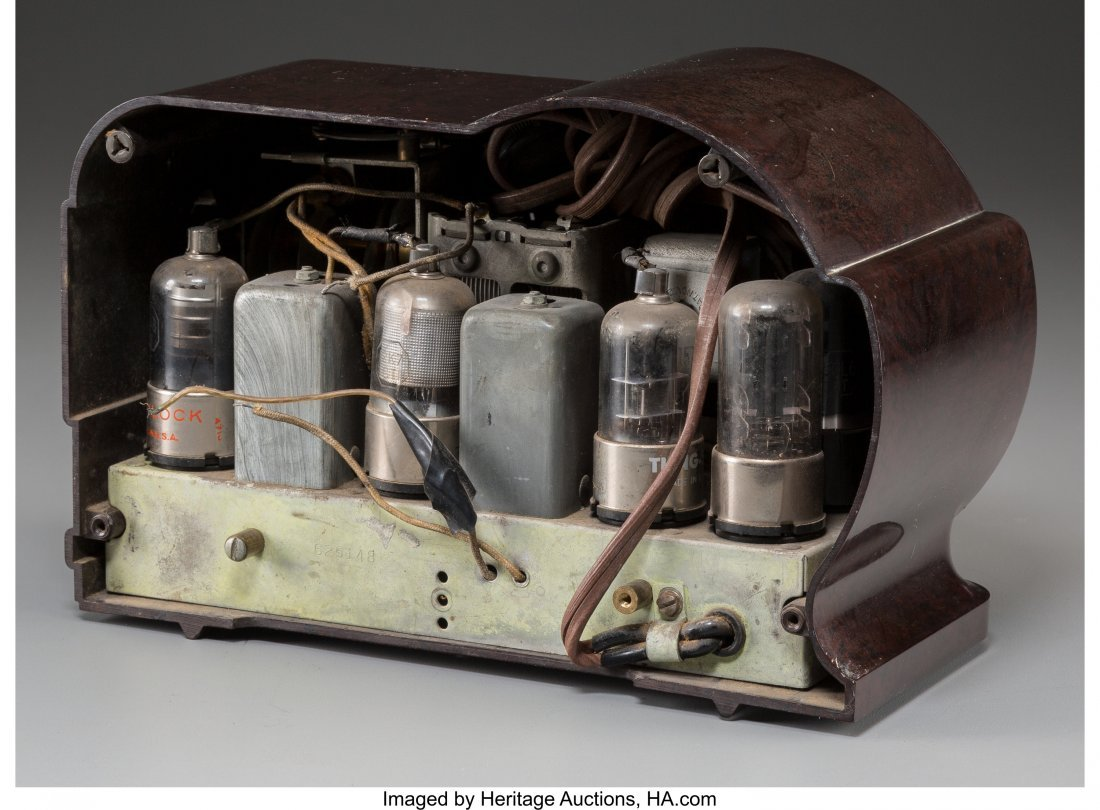62019: A Belmont 519 Bakelite AM Radio, circa 1939 6-5/ - 2