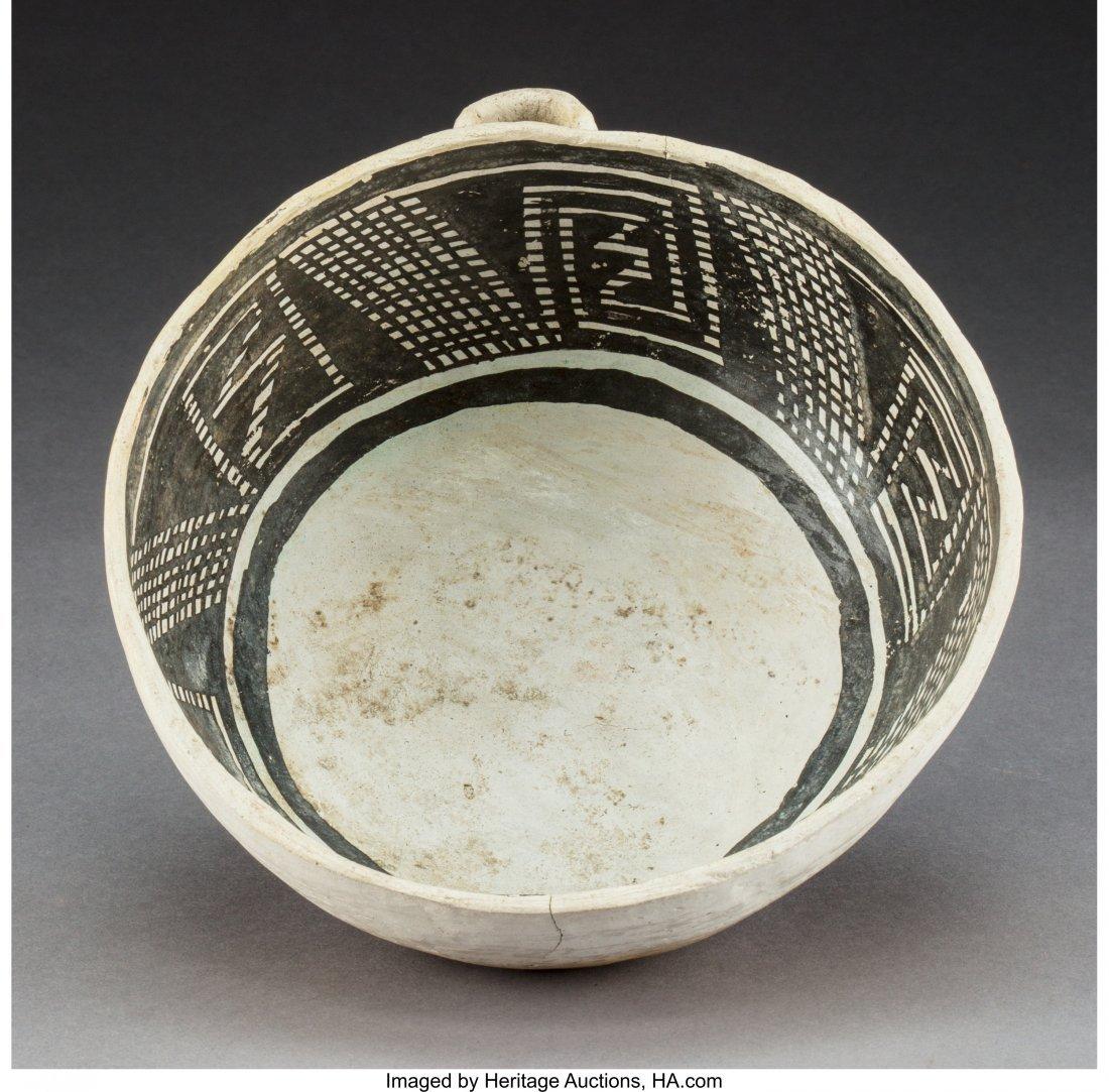 70122: An Anasazi Black-On-White Bowl c. 1200 AD   clay