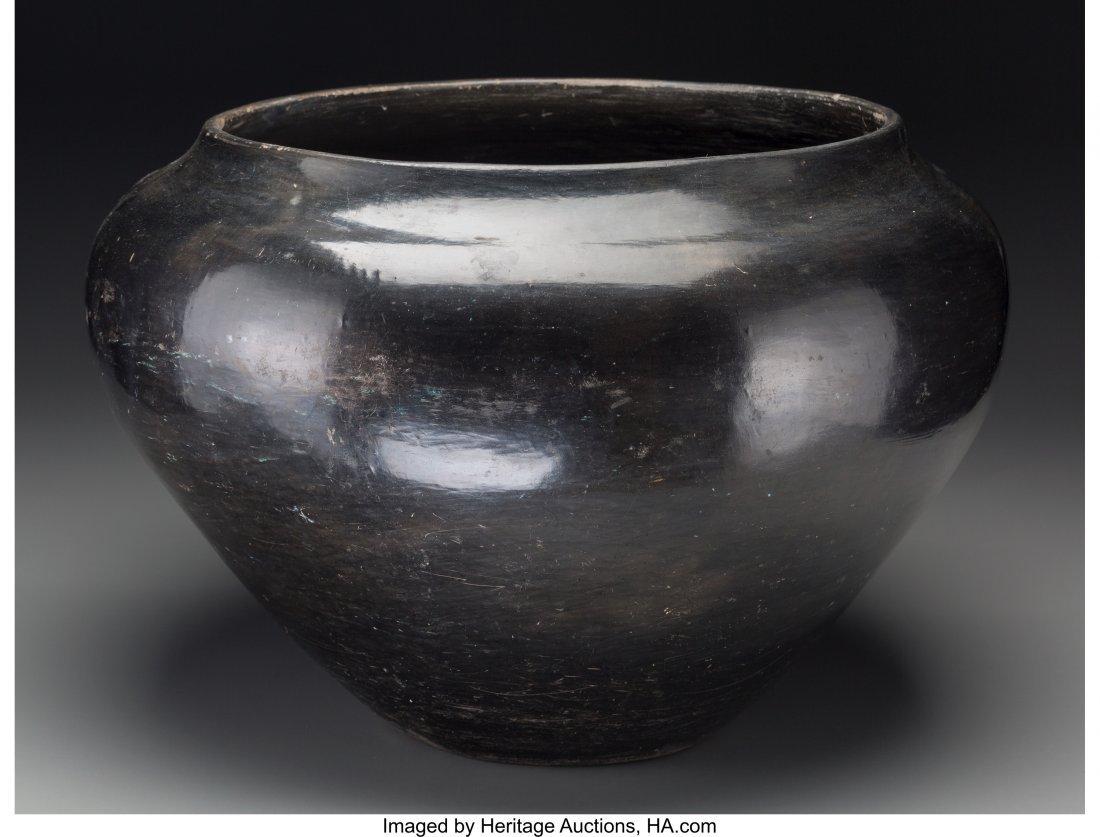 70091: A Large Santa Clara Blackware Jar c. 1935   clay