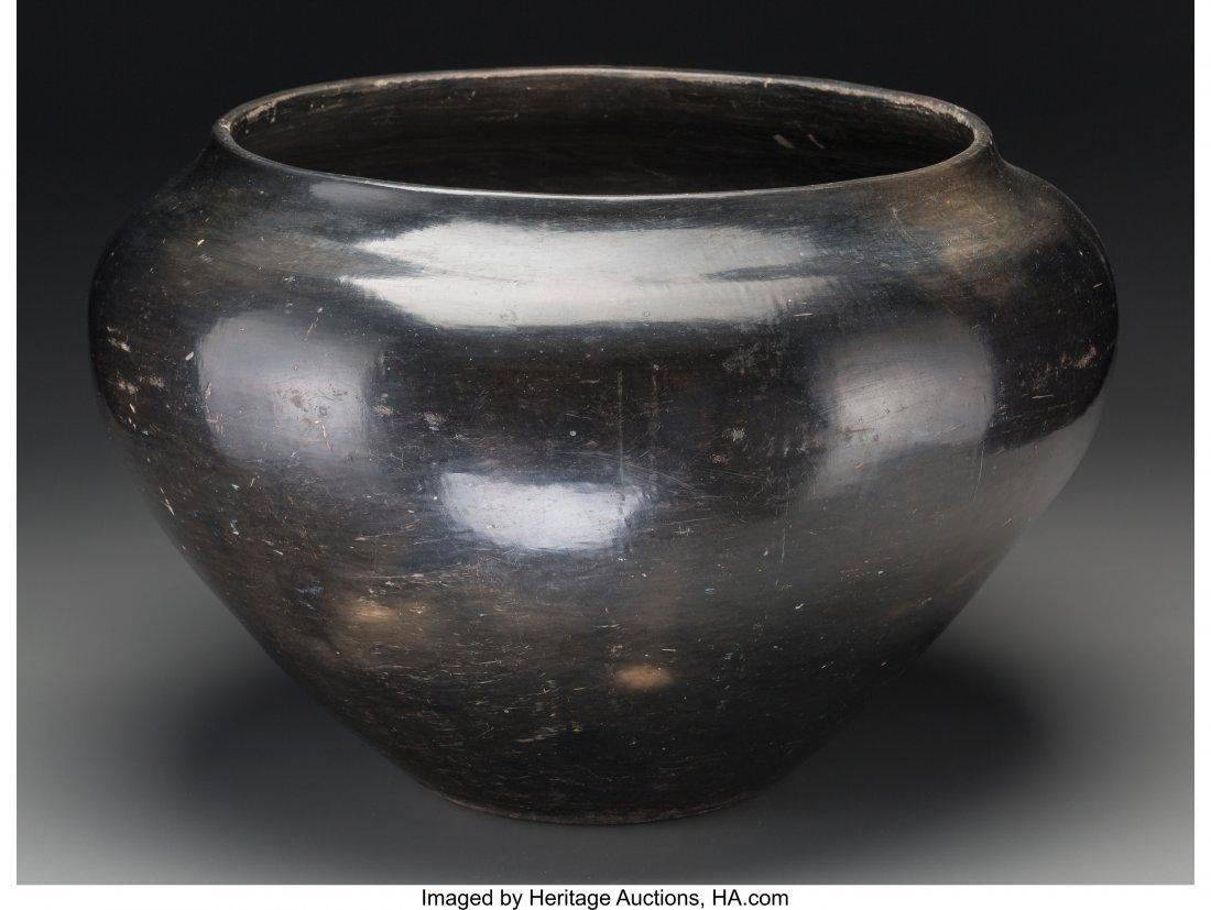 70091: A Large Santa Clara Blackware Jar c. 1935   clay - 2