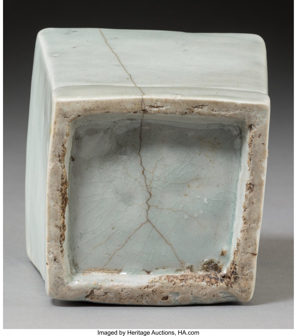 78736: A Fine Korean Translucent Celadon Glazed Porcela - 3
