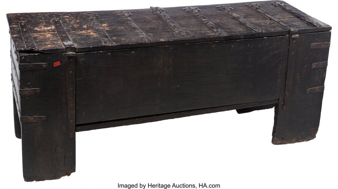 63052: An English Medieval Oak Coffer with Hand-Forged  - 3