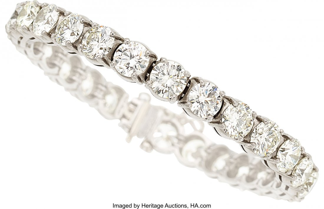 55443: Diamond, White Gold Bracelet   The bracelet feat