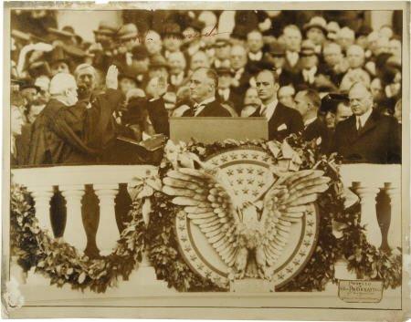 53011: Franklin D. Roosevelt: Signed Photograph