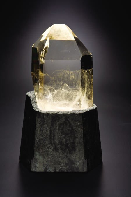 38015: CLEAR POLISHED QUARTZ POINT WITH GREEN GRANITE