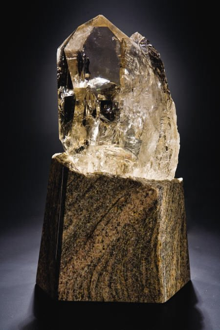 38016: WATER CLEAR CITRINE CLUSTER WITH GRANITE LIGHT