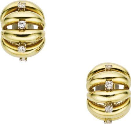 46003: Diamond, Gold Earrings