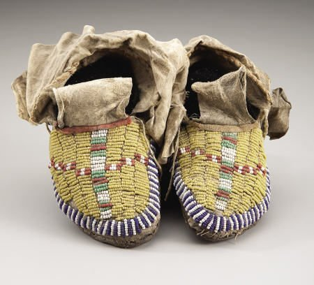 78017: A PAIR OF SIOUX CHILD'S BEADED HIDE MOCCASINS c