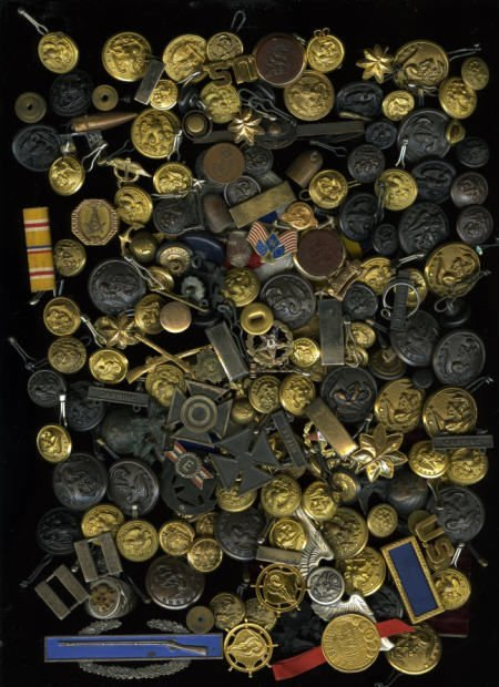 29127: Large Group of Military Buttons and Badges.