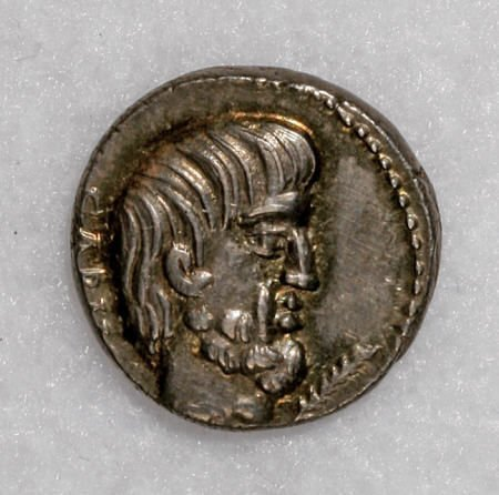 22872: Ancients L. Titurius L. f. Sabinus. 89 B.C. AR