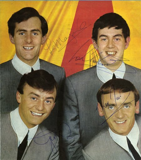50018: Gerry and the Pacemakers Signed Photo.
