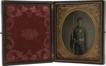 57021: Exceptionally Fine 1/6 Plate Civil War Tintype