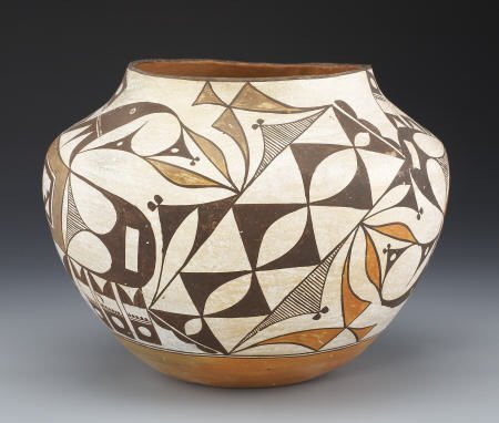 55016: AN ACOMA POLYCHROME JAR c. 1935  painted in dark
