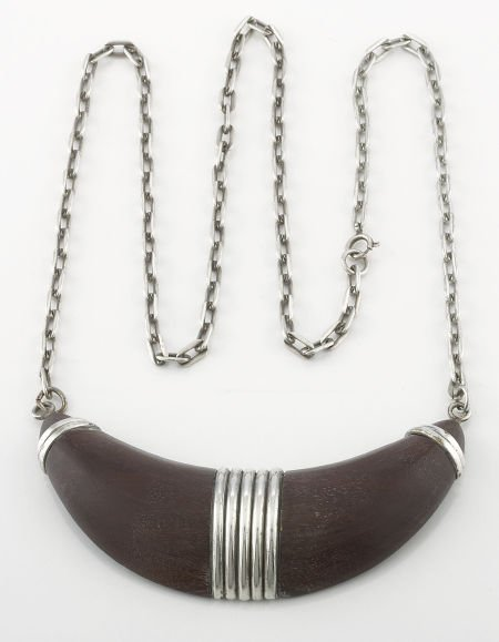 71001: A MEXICAN NECKLACE WITH WOOD AND SILVER PENDENT