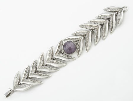 71004: A MEXICAN SILVER AND AMETHYST QUARTZ BRACELET Wi