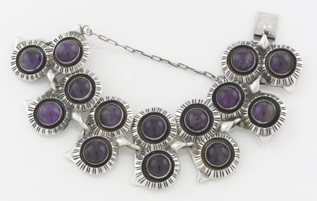 71014: A MEXICAN SILVER AND AMETHYST QUARTZ OWL BRACELE