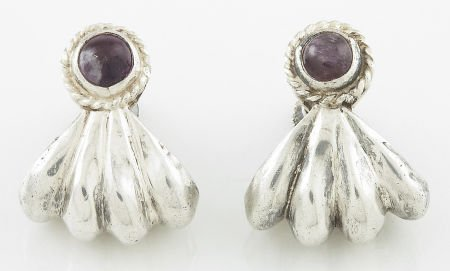 71017: A PAIR OF MEXICAN SILVER AND AMETHYST QUARTZ EAR