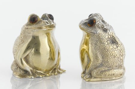 71605: A PAIR OF AMERICAN SILVER GILT AND GLASS SALT AN