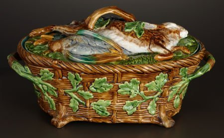 69007: A VICTORIAN MAJOLICA GAME DISH AND COVER  Minton